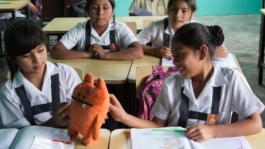 Wedu es el personaje que ayuda a los niños a conocer y entender otras realidades. Foto: Salva Campillo/AeA
