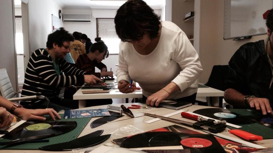 Participantes en uno de los talleres de Symbool.