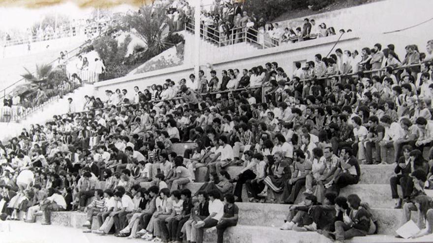 """Fiesta mitin celebrada en 1979 en el López Socas convocada por """"el recién creado Colectivo Canario de Hombres y Mujeres Homosexuales"""""""