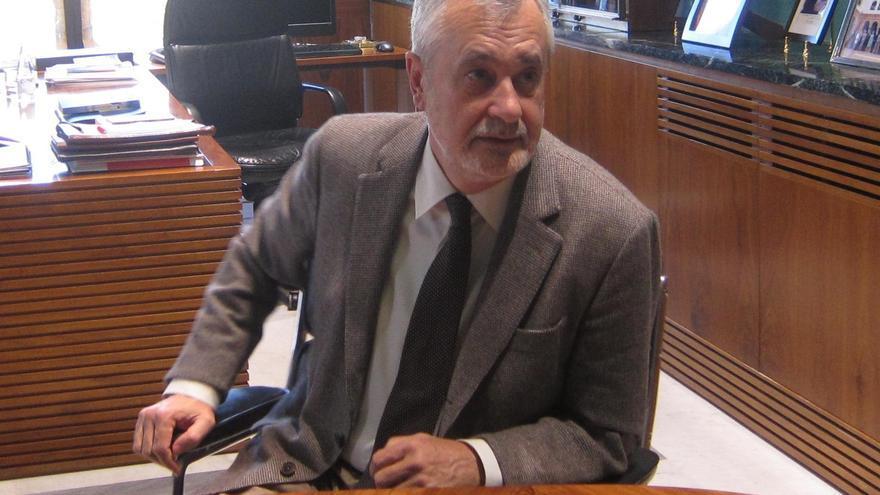 """Griñán asegura que no tiene prevista """"ninguna crisis"""" de gobierno y que agotará la legislatura"""