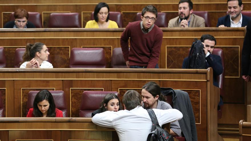 Los diputados de Unidos Podemos estrenan sus nuevos escaños en el Congreso / Marta Jara