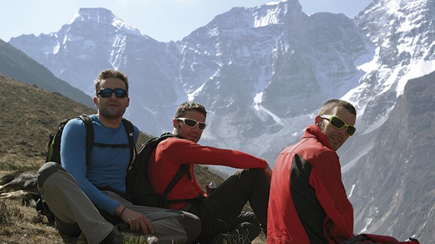Javi, Jorge y Ángel durante uno de los días de exploración buscando la mejor manera de acceder al pico.