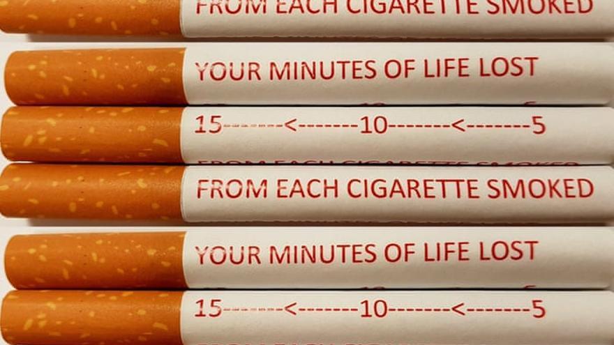 Cigarillos con una inscripción que especifica cada minuto de vida perdido.