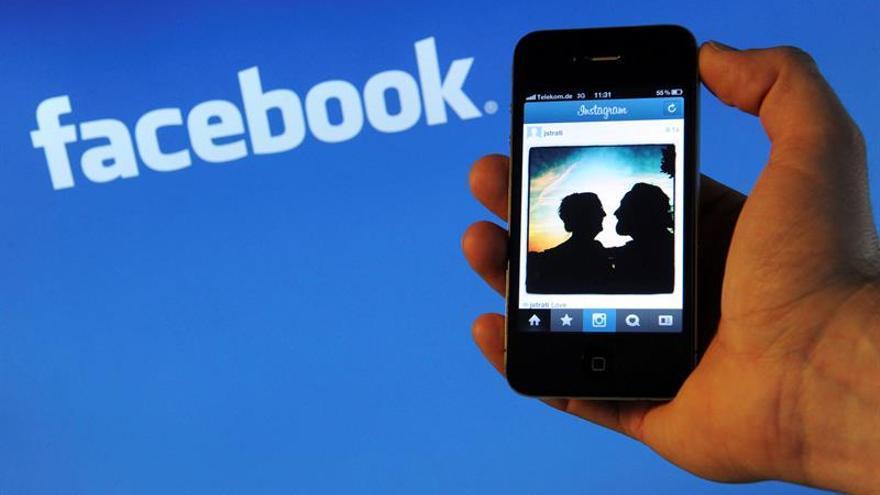 Hermanos unidos por Facebook
