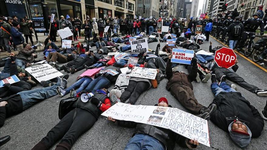 La policía de Chicago se declara no culpable por la muerte a tiros de un joven negro