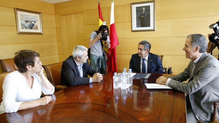 Miguel Ángel Revilla ha mantenido su primera reunión como presidente con los responsables de sindicatos y patronal.