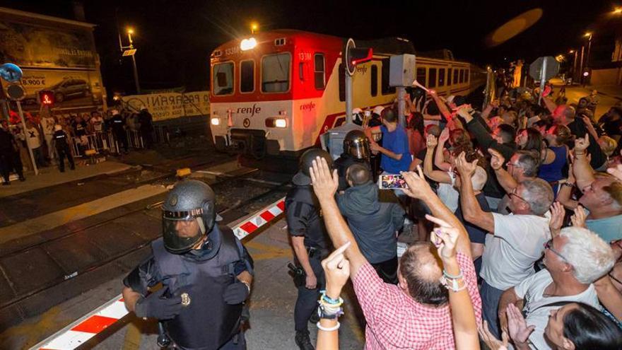 Tensión en un barrio de Murcia que lleva 4 días de protestas por el AVE
