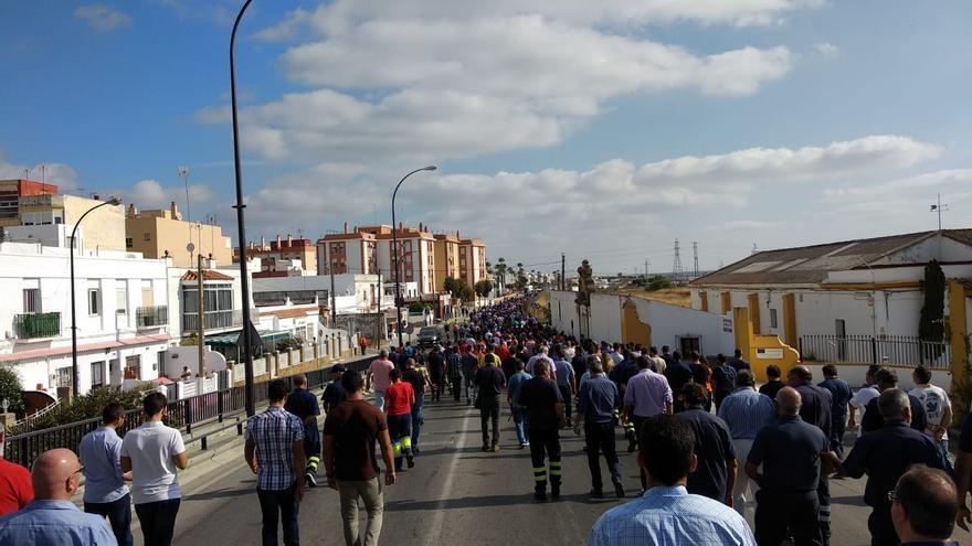 Trabajadores de Navantia, en uno de los cortes de este viernes.
