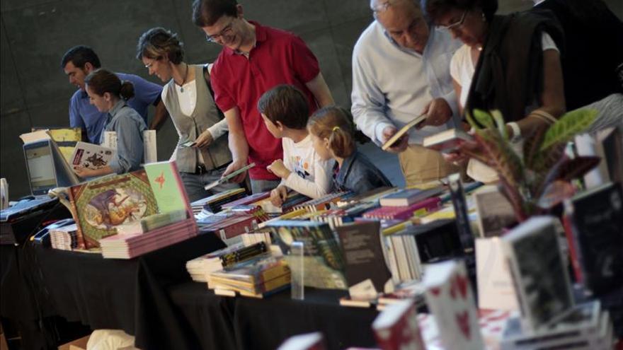 """Los autores de literatura juvenil dicen que """"pirateando, todos nos hacemos daño a todos"""""""