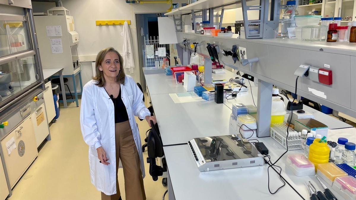 La catedrática de Farmacia María José Alonso en un laboratorio
