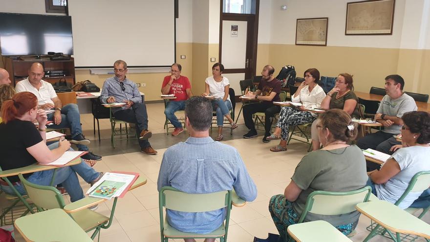 Reunión de las responsables de ANPE Canarias con los afiliados de La Palma para conocer de primera mano las necesidades y problemas del profesorado durante el primer mes de curso.