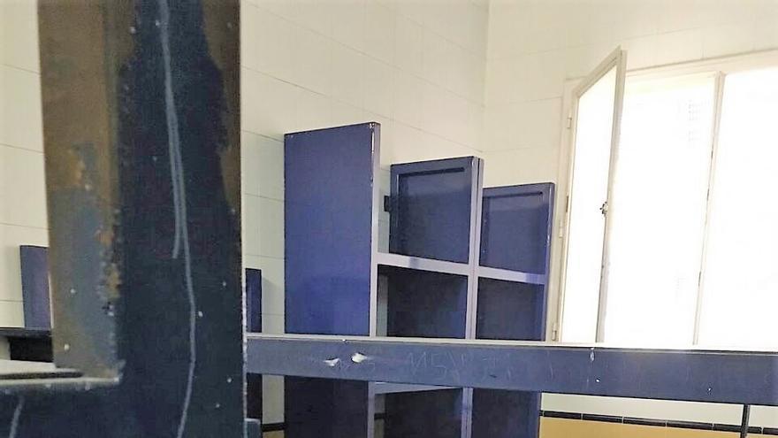 Una de las habitaciones del Centro de Internamiento para Extranjeros de Madrid. Imagen cedida.