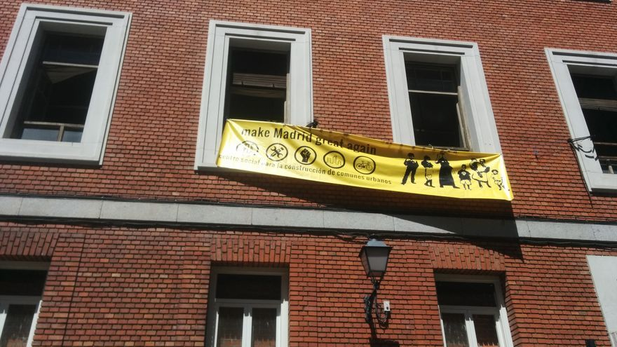 Varios colectivos han ocupado un edificio en la calle Gobernador