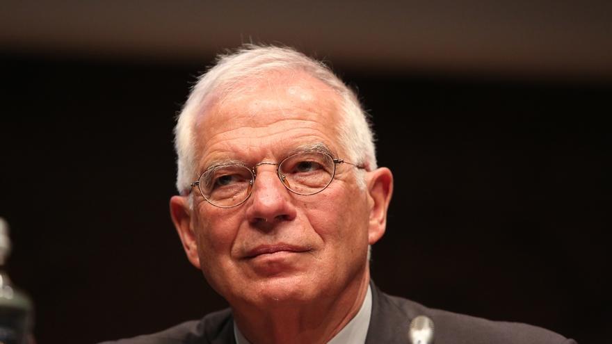 """Borrell dice que el PSOE es la alternativa para evitar la """"polarización"""" entre la derecha y la izquierda extremas"""
