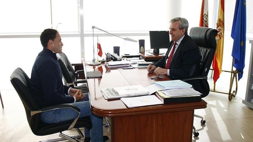 El alcalde plantea al Gobierno la reforma de la casa consistorial