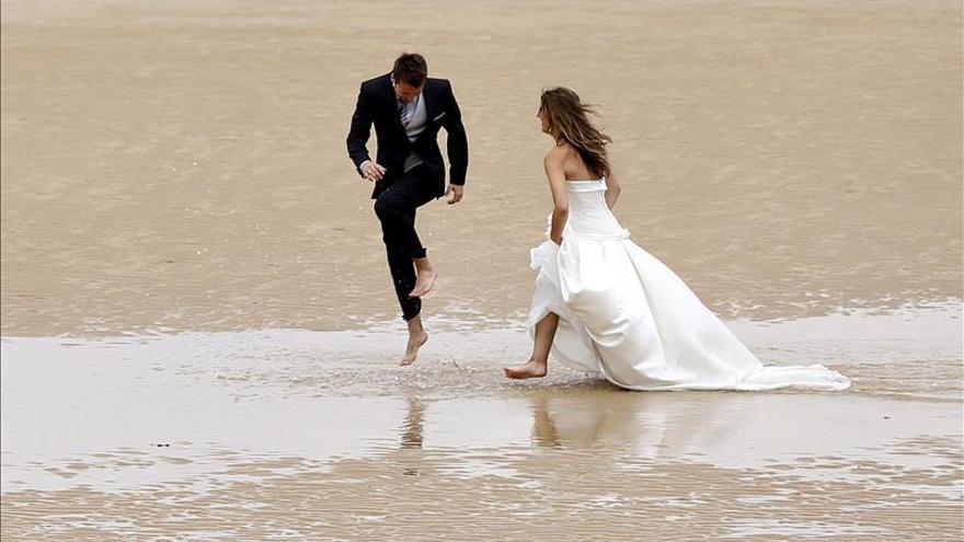 Por cada diez matrimonios que se celebran en un año se rompen siete en España