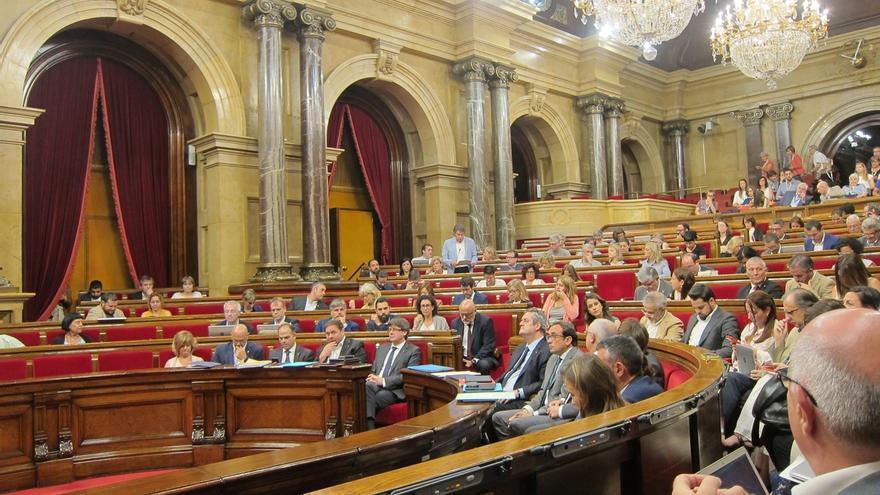 Puigdemont insiste ante el Parlament que no acatará una inhabilitación del TC porque violaría el Estatut