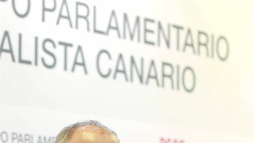 Los diputados del PSOE por la provincia de Santa Cruz de Tenerife, Francisco Hernández Spínola y Tamara Raya. EFE/Cristóbal García