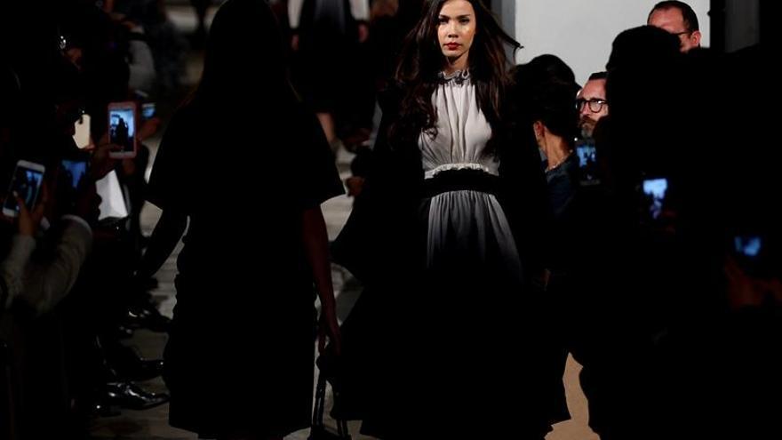 La diseñadora colombiana Amelia Toro inaugura la semana de la moda en Bogotá