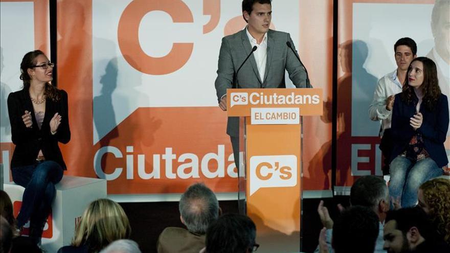 """Rivera reclama el apoyo de los catalanes """"sensatos"""" frente al soberanismo"""
