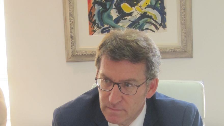 """Feijóo exige que Sánchez y Rivera reconsideren su postura, igual que Rajoy """"cambió"""" y optó por """"no declinar"""" ante el Rey"""