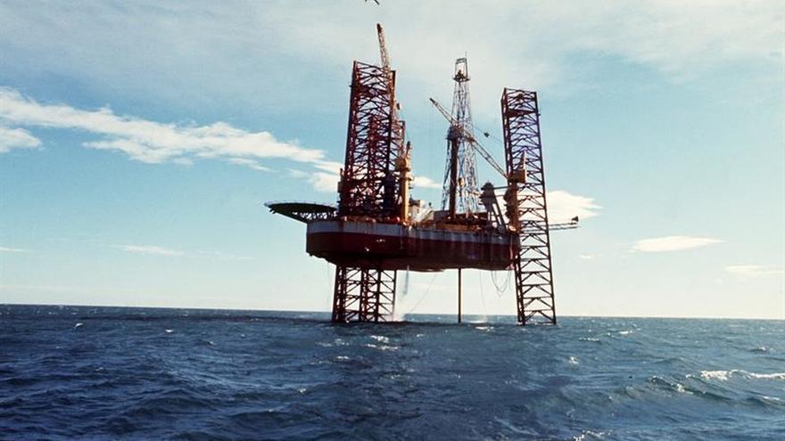 El petróleo de Texas abre con un descenso del 1,42 %, hasta 52,23 dólares