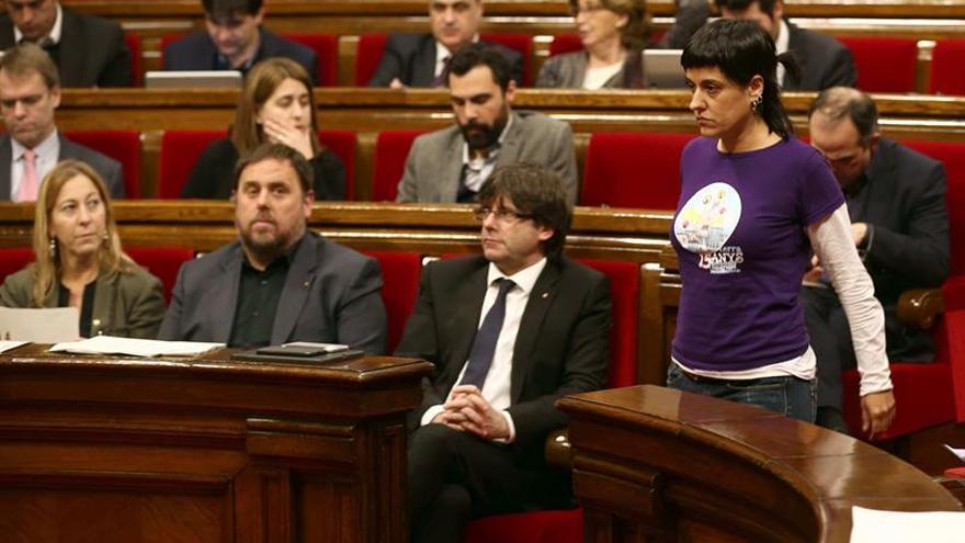 El Parlament pide la derogación de las últimas reformas laborales