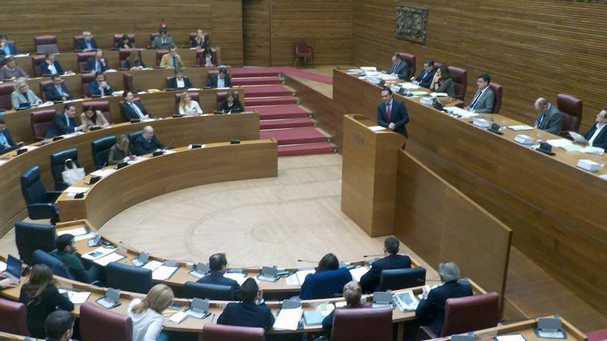 El diputado del PP Rubén Ibáñez durante su intervención en las Corts Valencianes
