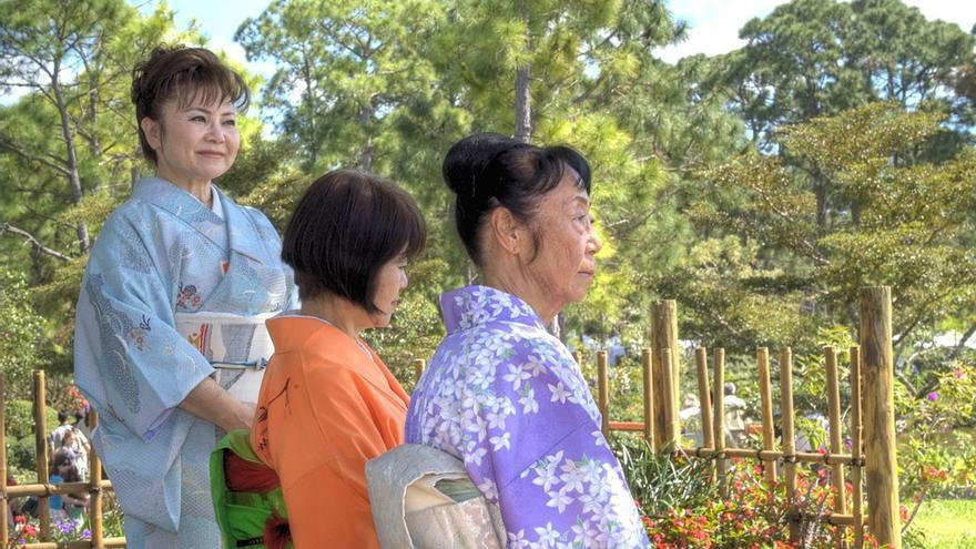 El 51% de la sociedad japonesa cree que la mujer debe permanecer en el hogar.