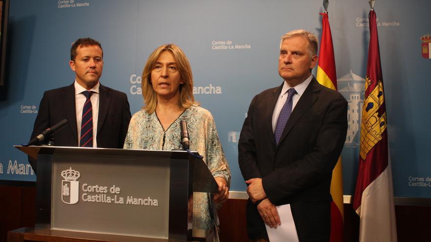 Carlos Velázquez, primero por la izquierda junto a Ana Guarinos y Francisco Cañizares