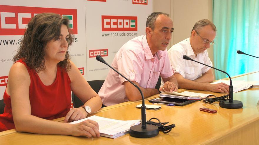 Miembros del sindicato, durante la presentación del informe en Sevilla.
