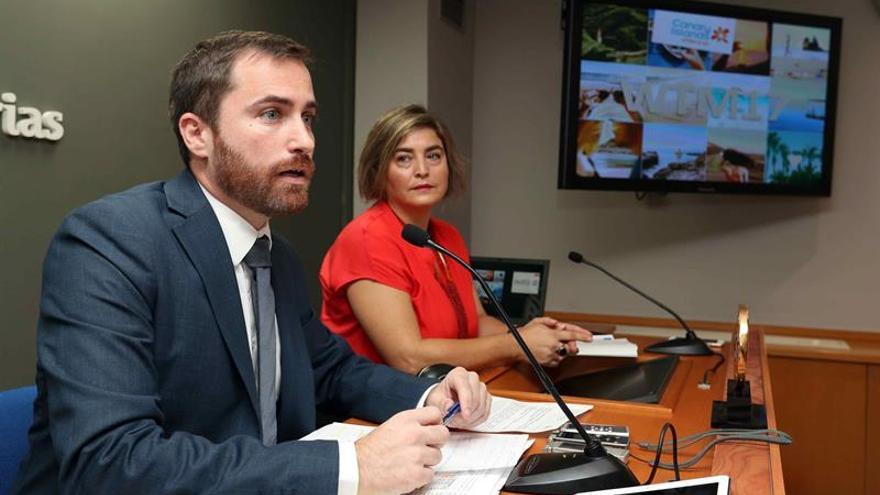 El consejero de Turismo, Cultura y Deportes del Gobierno de Canarias, Isaac Castellano, y la gerente de Promotur Turismo de Canarias, María Méndez.