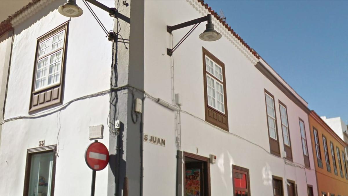 Cableado en una fachada en La Laguna, Tenerife
