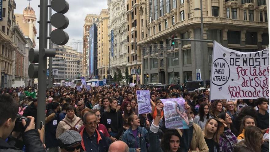 Manifestación de jóvenes y pensionistas.