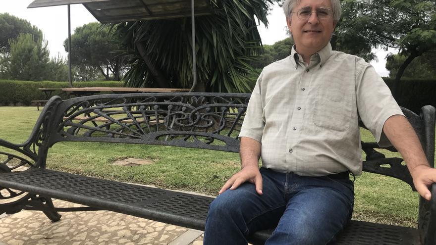 Andrés Galán, en los exteriores de la sede de la UNIA en La Rábida.