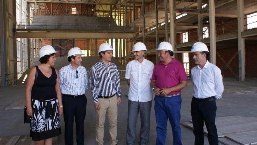 Pedro Antonio Sánchez, segundo por la derecha, durante una visita a las obras del Auditorio.
