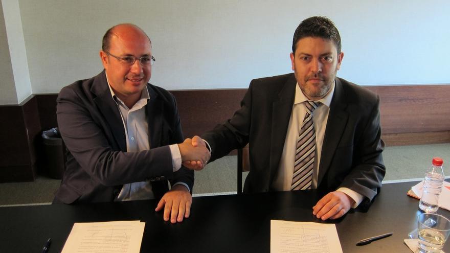 PP firma el documento por la Regeneración democrática de C's para garantizar gobernabilidad de Murcia
