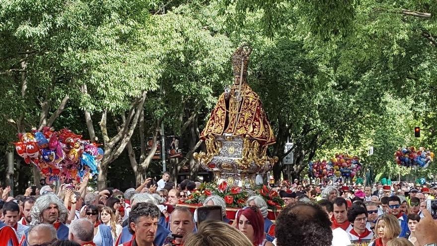 Los pamploneses arropan a San Fermín en la Procesión del Día Grande de las fiestas