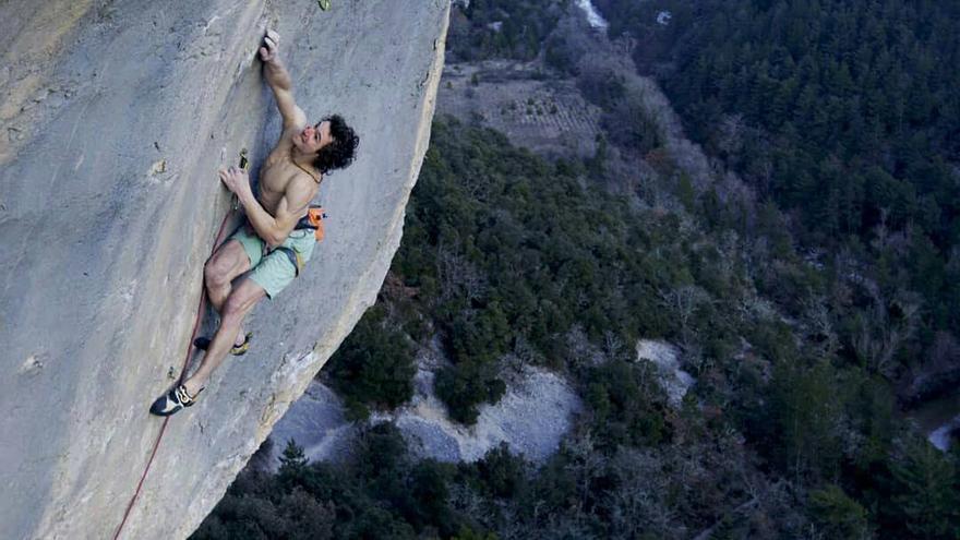 Adam Ondra en 'Super Crackinette' (9a+) (© Bernardo Giménez).