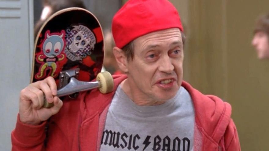 Steve Buscemi haciendo el papel de un cuarentañero midoréxico en la película 30 Rocks.