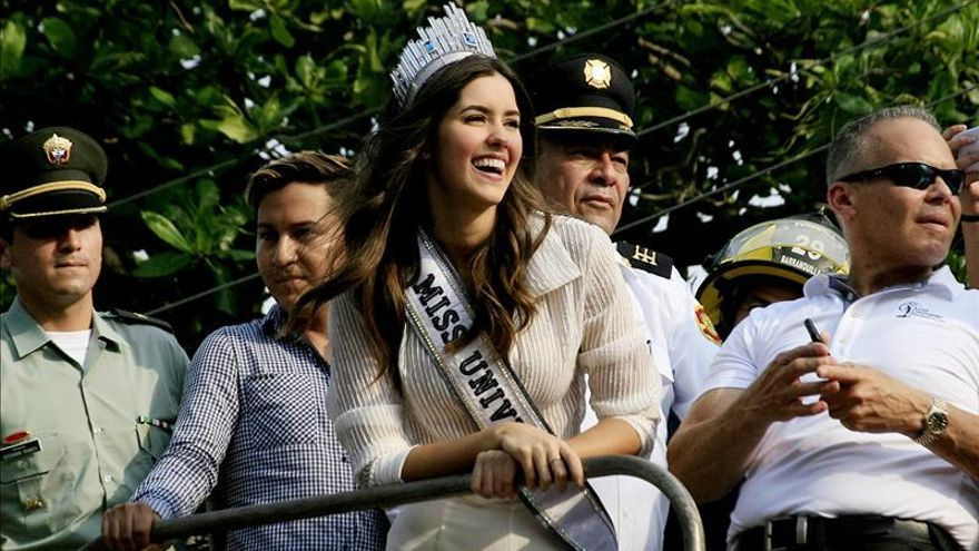 """Miss Universo protagoniza el vídeo """"Las cosas de la vida"""" de Carlos Vives"""