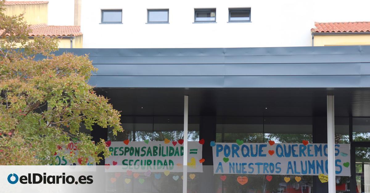 Las niñas de padres negacionistas de un colegio de Cáceres regresan finalmente a clase con mascarilla