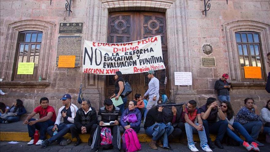 Maestros realizan marcha de protesta en la capital