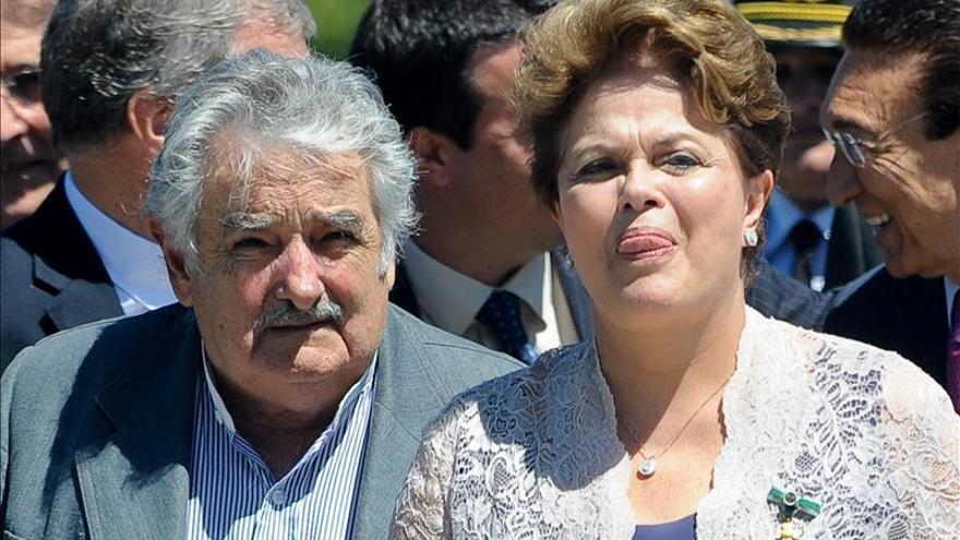 Mujica llega a Brasil para reunirse con Rousseff y felicitarla por su reelección