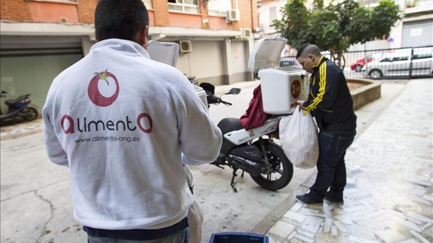 Una ONG valenciana alimenta sonrisas con menús anticrisis a 2,50 euros