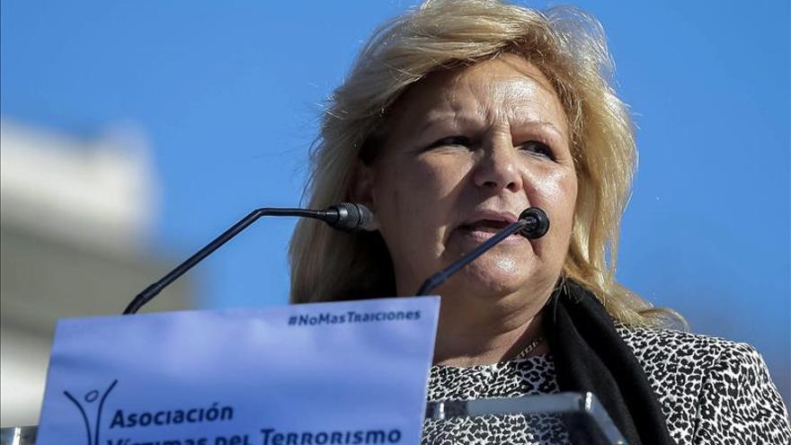 """La AVT sobre Carmena afirma que """"siempre ha inclinado la balanza del lado terrorista"""""""