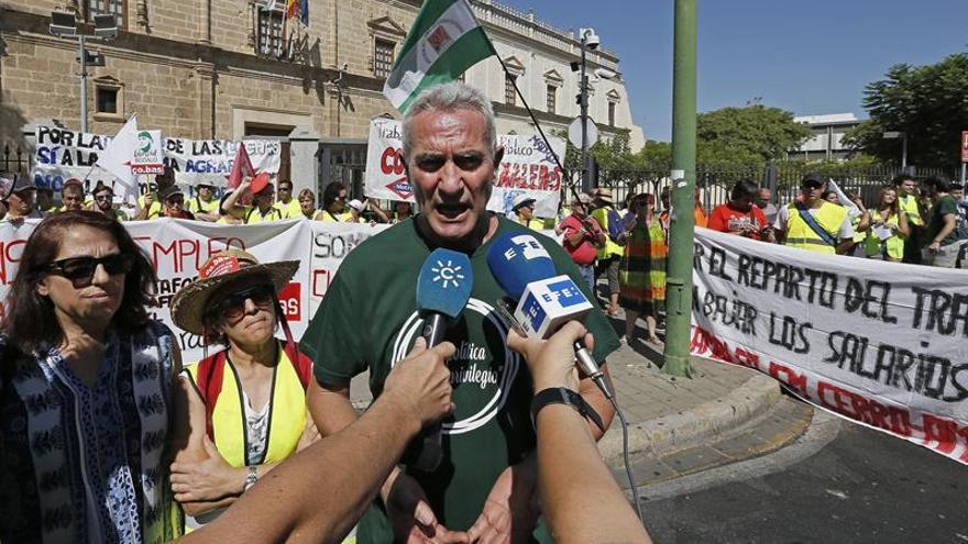 Un centenar de jornaleros protesta en Sevilla por la multa al fraude en las cotizaciones