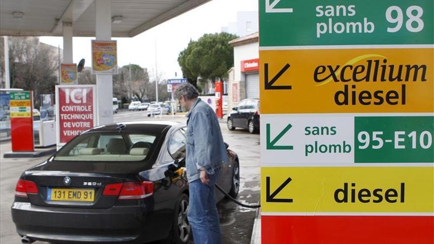 El desplome del precio del petróleo lastra el beneficio de Total