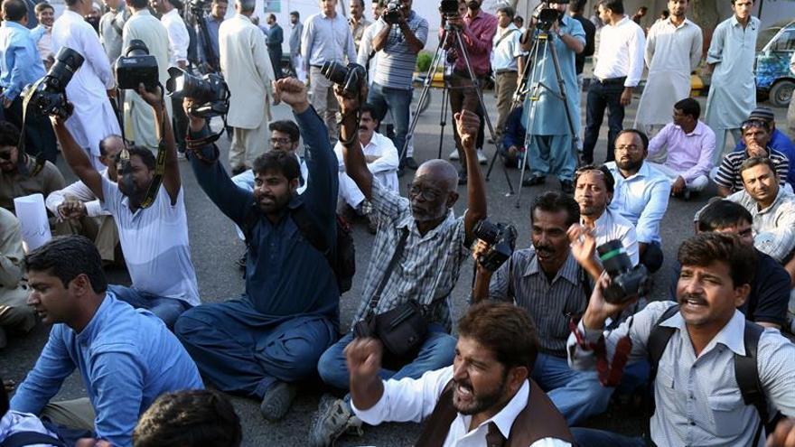 Denuncian la intrusión de hombres armados en un club de prensa en Pakistán
