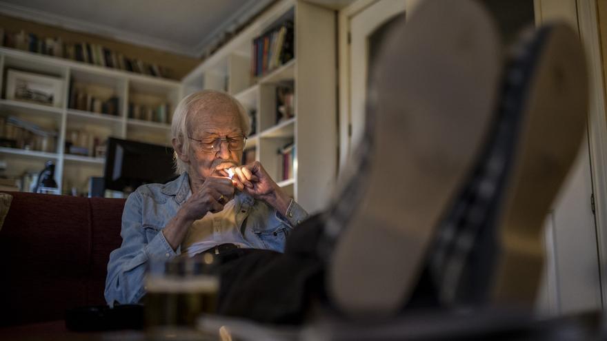 Antonio Escohotado: No hace falta legalizar las drogas. Debe derogarse la prohibición